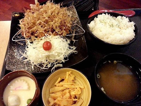 斑鳩的窩*大阪燒豬排定食