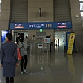 我們這次的登機門122號