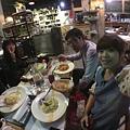 161209挑完宴客服來吃晚餐