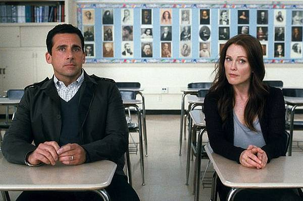 crazy-stupid-love-movie-image-steve-carell-julianne-moore-03