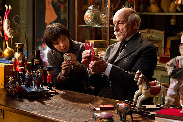 Asa-Butterfield-as-Hugo-Cabret-and-Ben-Kingsley-as-George-Melies