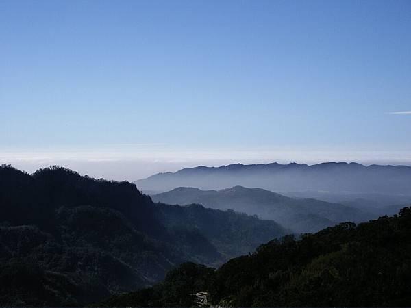 南橫向陽, 層層峰巒