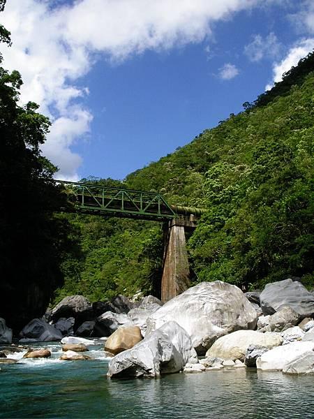 越過溪的水道橋