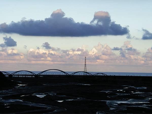 遠方為跨越立霧溪的新橋