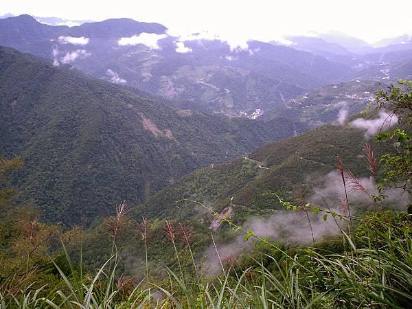 雲霧繚繞的山谷
