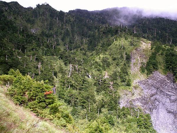 天池山莊前的山谷