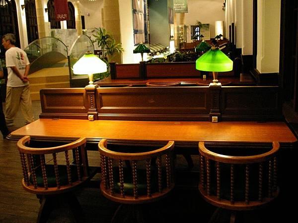 昔日的小黃燈自習桌