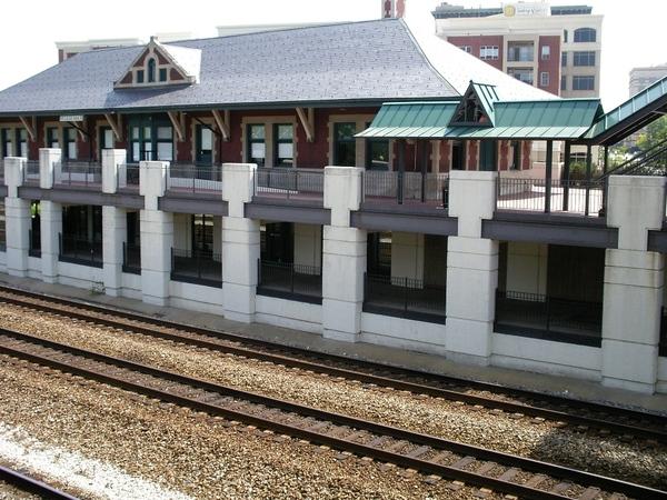 本地的火車站,大多時候都空蕩蕩的