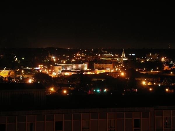 宿舍窗外夜景,正對小小的市中心
