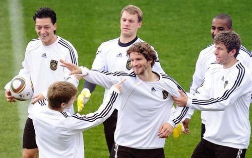 Marko Marin ★ Mesut Ozil ★ Arne Friedrich ★ Thomas Muller ★ Manuel Neuer ★ cacau.jpg