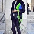 巴黎11-12秋冬时装周街拍 MAISON MARTIN MARGIELA Fall Winter 2011秀場外。火火馬上拿到貨。