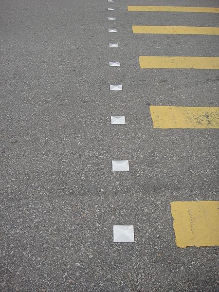 香港很酷!把鉚釘定在地上~