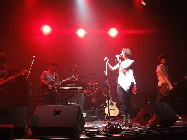 9月8號~是林依霖+io樂團^^