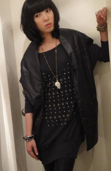 最愛穿黑色了~