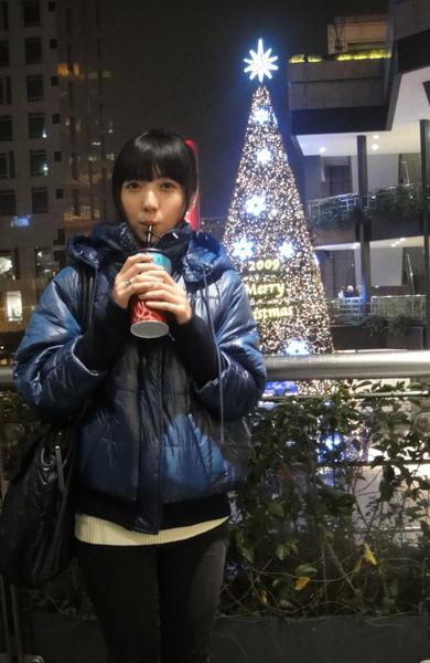 平安夜前兩天我跑去看電影~~聖誕樹耶!