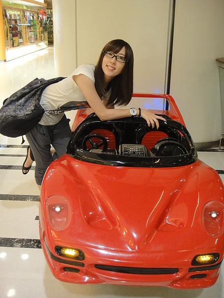 好高級的電動車唷!!