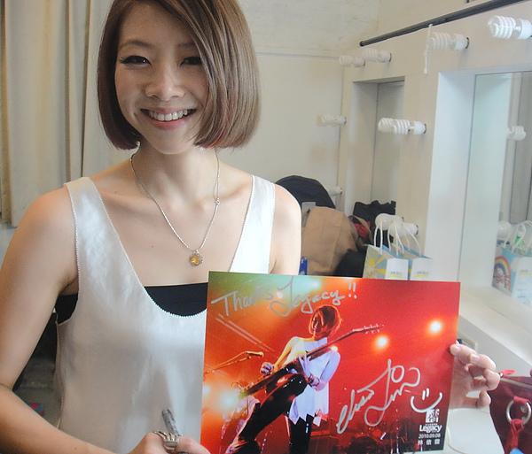 恭喜莎莎~賀喜莎莎~入圍新加坡金曲獎最佳新人獎~