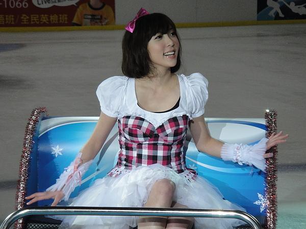 第一次穿這樣在冰刀場上...滿好玩的!