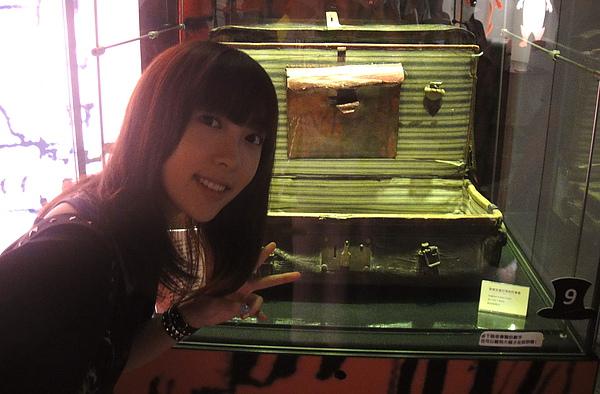 一百年前,安徒生用過的行李箱耶!好酷唷~