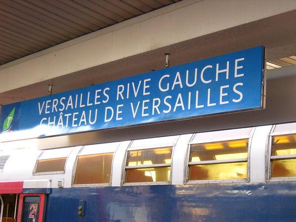 前往凡爾賽宮的火車站