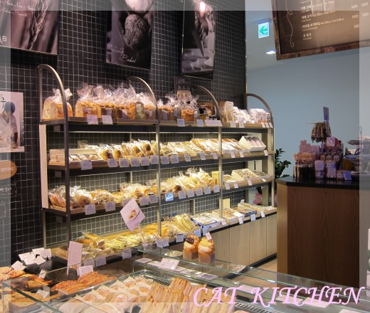 室內滑雪場麵包店3.JPG