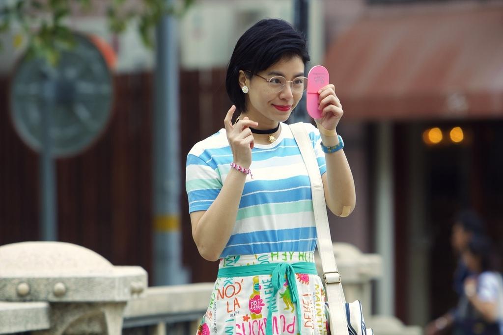 華聯國際提供02金包銀搭配宋芸樺醜上加醜的打扮非常契合