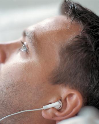 噪音性聽損戴助聽器