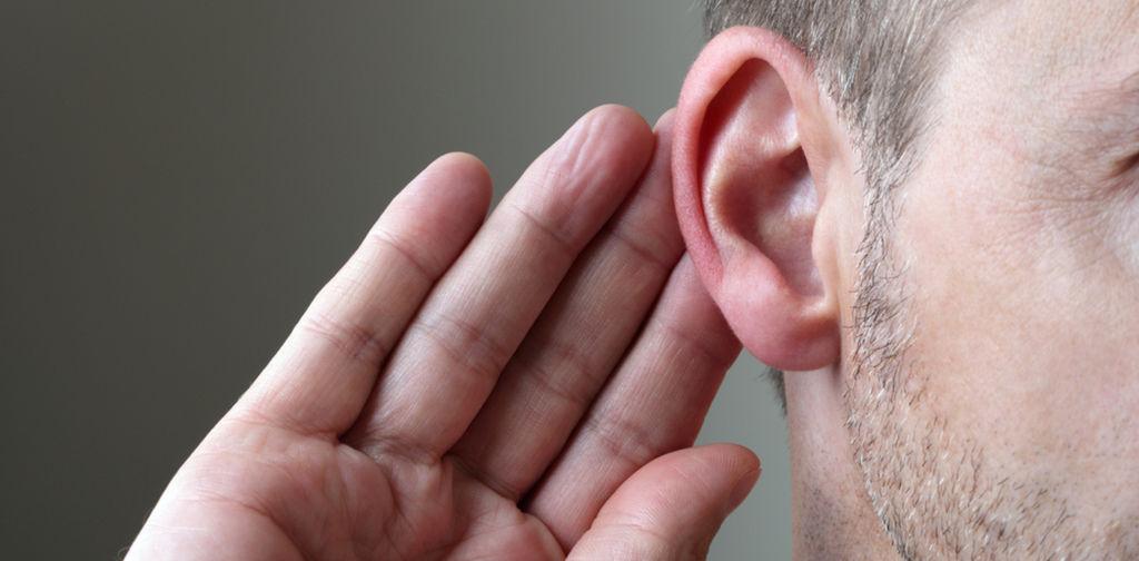 聽損戴助聽器.jpg
