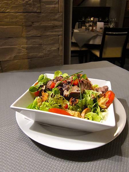 Salade de gésiers confits et ses noix 雞胗沙拉