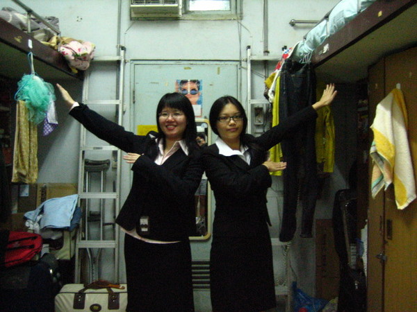 套裝女郎2人組