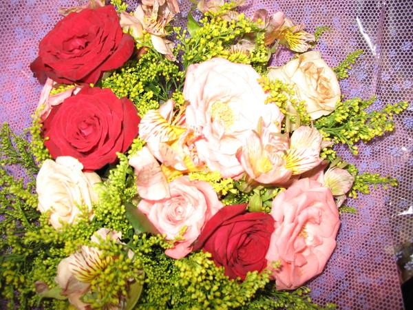 畢業典禮上媽咪送的--玫瑰花束