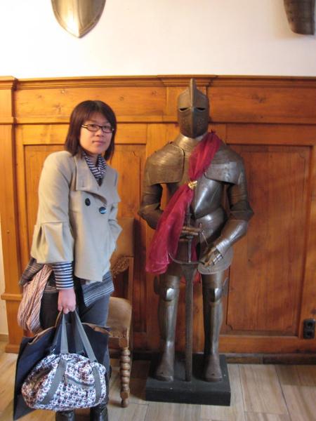 阿佳與盔甲