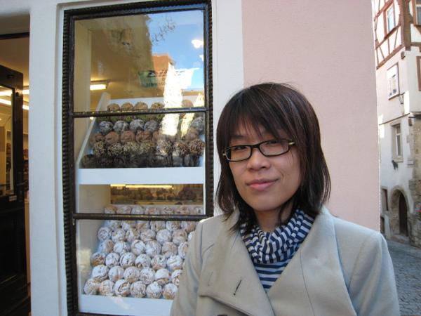 阿佳與雪球櫥窗