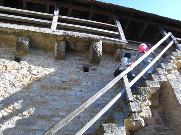 爬一段老城牆吧!!