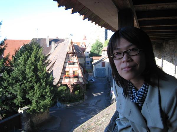 阿佳與羅騰堡老城牆