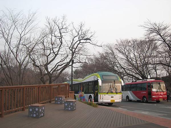 搭巴士~上南山!!
