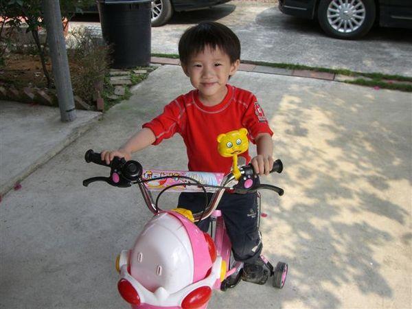 安安騎腳踏車