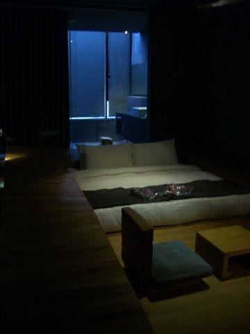 DAY1觀止情房,床陷在木頭裡面:P 不過隔音不好
