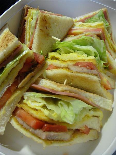 感謝KIM送了麵包刀,那天做了豬排三明治感謝
