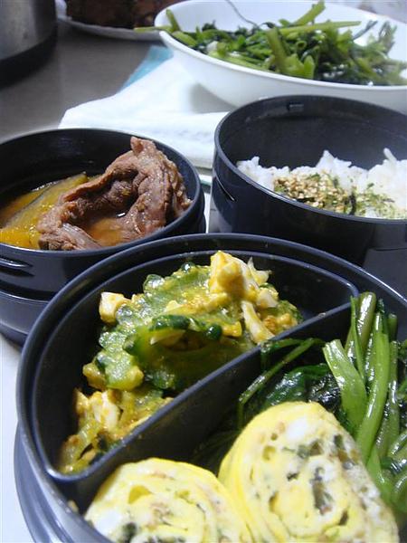 南瓜牛肉,空心菜,海苔蛋捲和苦瓜鹹蛋