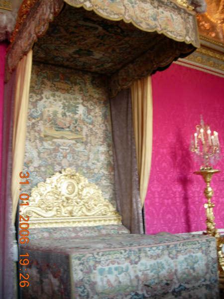 凡爾賽內國王睡的床