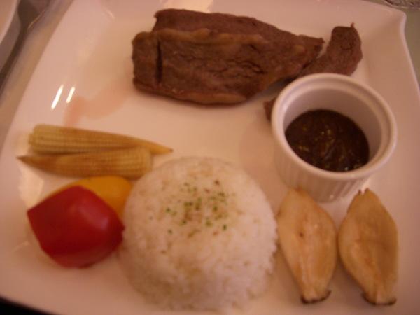 青點的主餐--黑胡椒牛小排