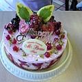 今天是訂Mr.Bruno的蛋糕~看起來超好吃的!!上面有加金箔喔~