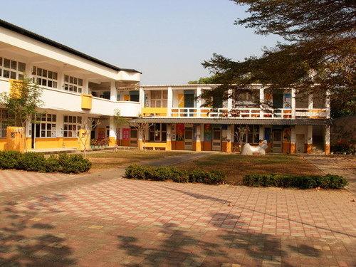 南化國小校舍