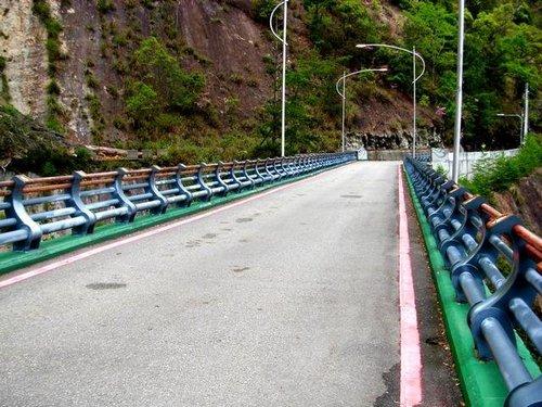 新完工的雪山橋