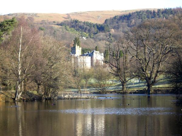 【校園】湖對面的城堡