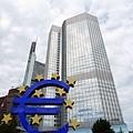 觀光客來到法蘭克福必看的歐元