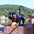 老橋前面的猴子像