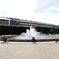 6-1 廣場,噴泉,悠閒的人們