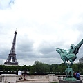 6-1 與巴黎鐵塔對望的雕像
